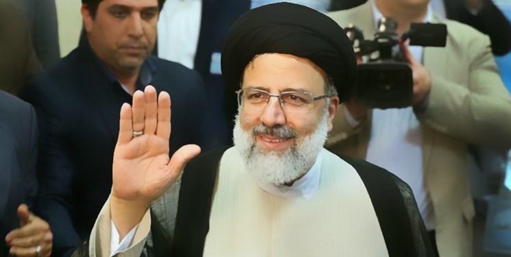 حضرت آیتالله رئیسی به صحنه آمد / آمده ام تا با کمک همه مردم، دولتی مردمی برای ایرانی قوی تشکیل دهم